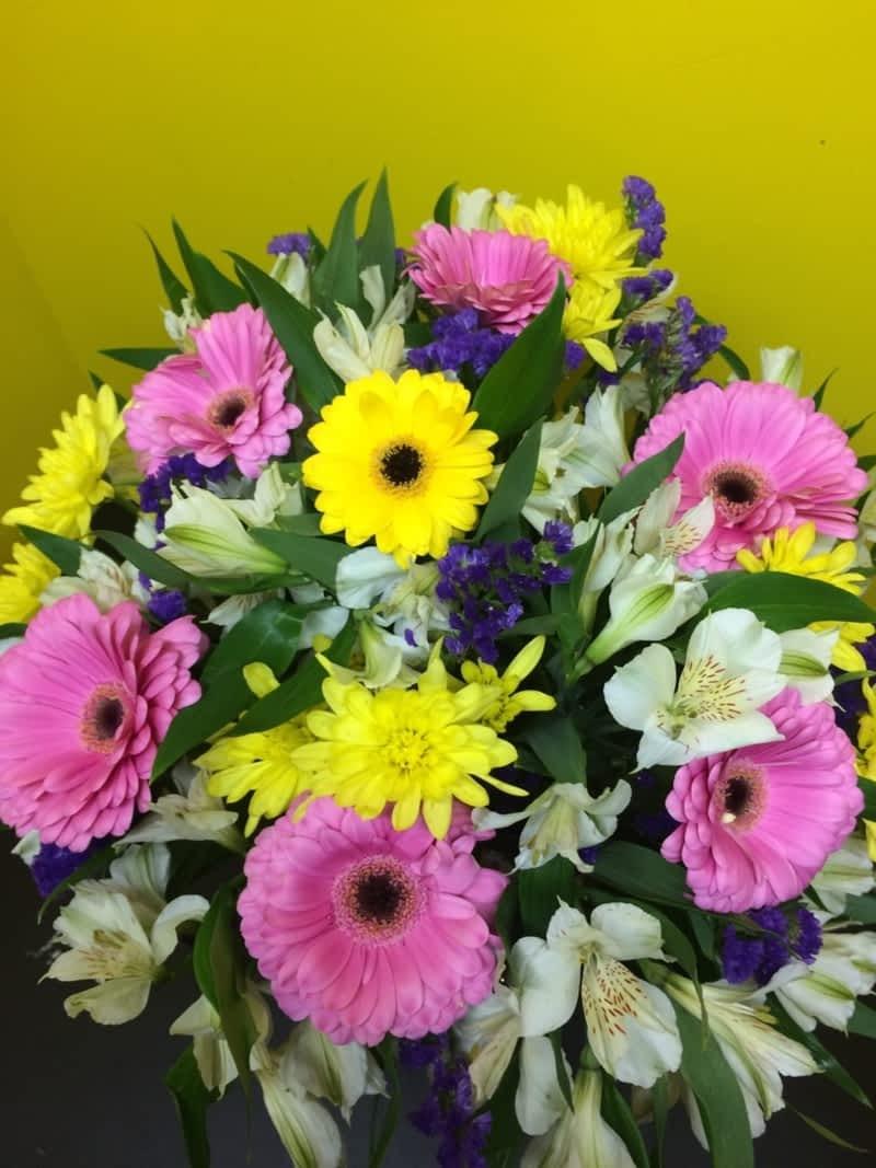 Lisas gifts flowers edmonton ab 7839 135a avenue northwest photo lisas gifts flowers izmirmasajfo
