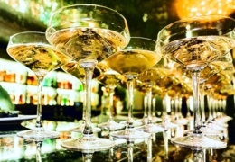 Enjoy a glass of champagne in Quebec City