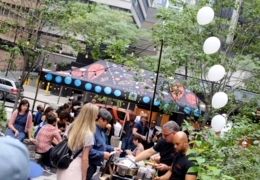 Outdoor summer food markets in Toronto