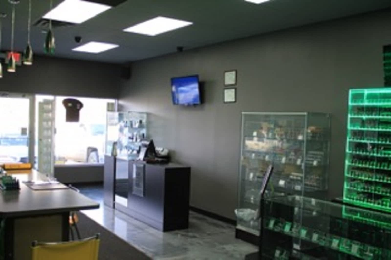 Hot Shots Vapor - Opening Hours - 130-10233 Elbow Dr SW, Calgary, AB