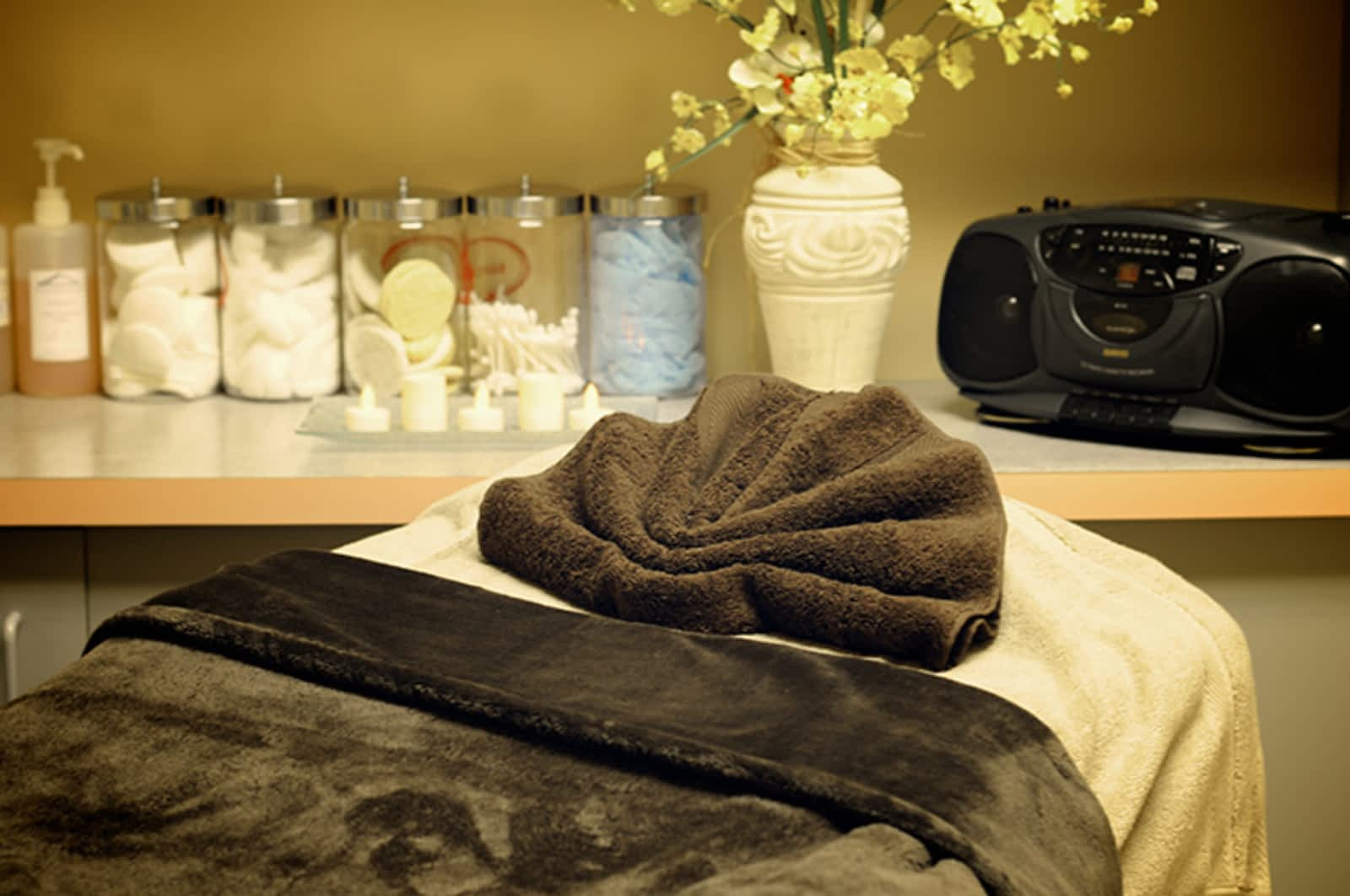 Forget Me Not Day Spa - Opening Hours - 3073 Ness Ave