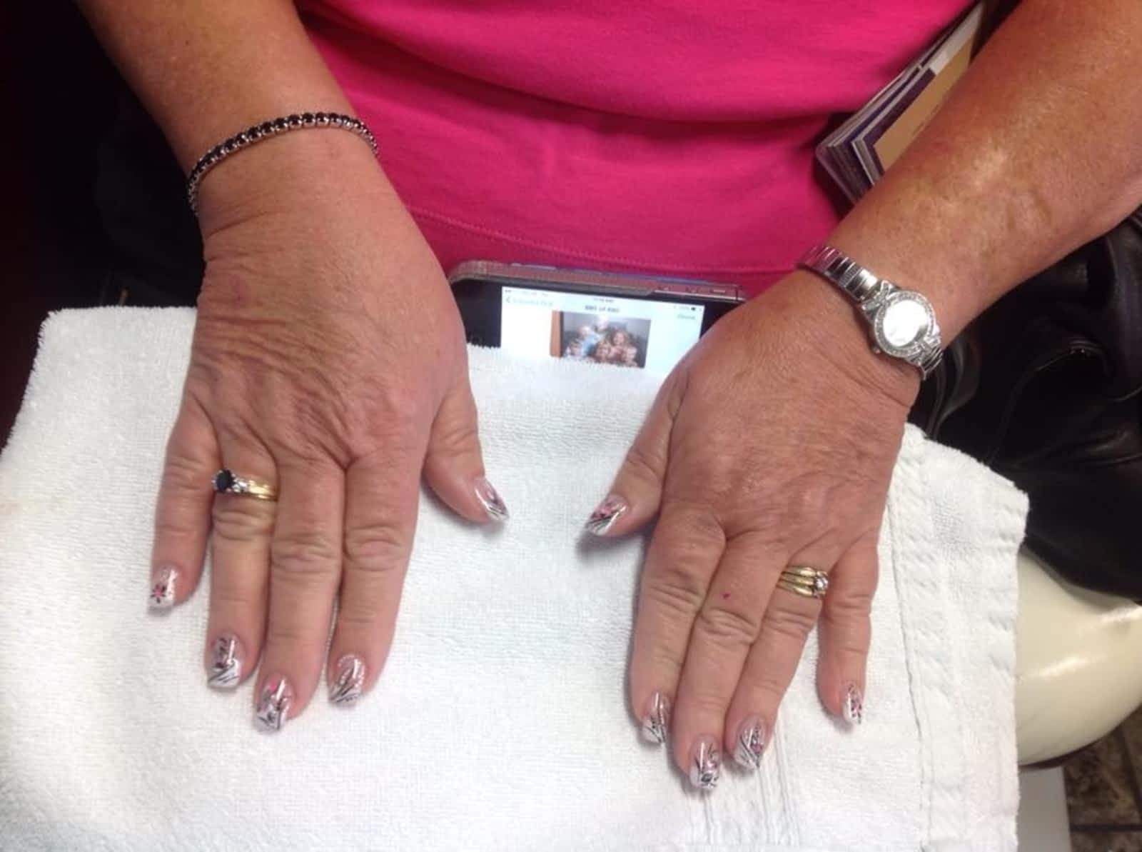 Linda\'s Magic Nails - Opening Hours - 3850 Dougall Ave, Windsor, ON
