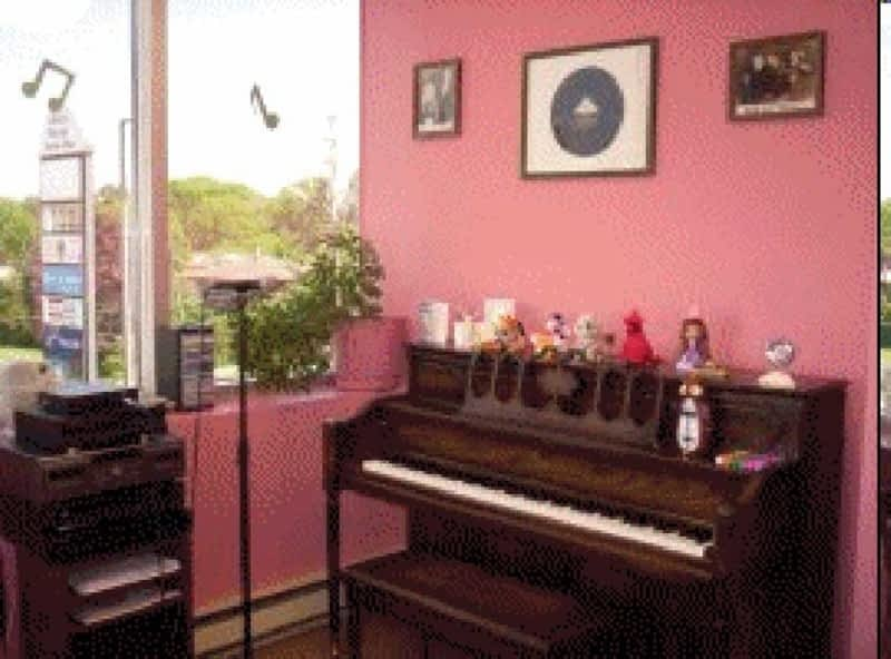 a sharp school of music etobicoke on 1500 royal york rd canpages. Black Bedroom Furniture Sets. Home Design Ideas