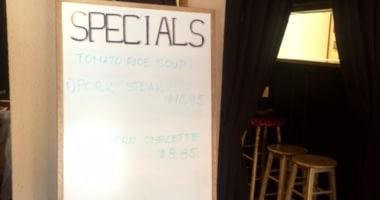Nina's Bar & Grill