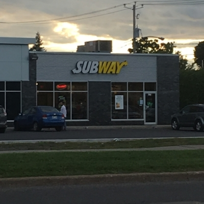 Subway - Restaurants - 450-443-1343