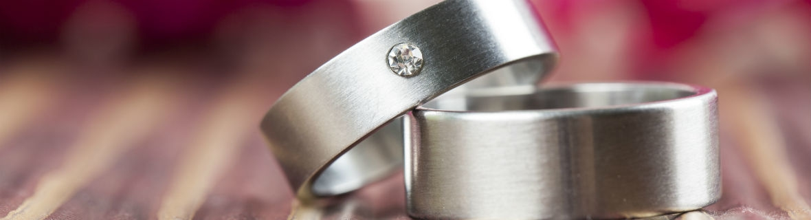 Find the perfect wedding band at these Toronto ring shops