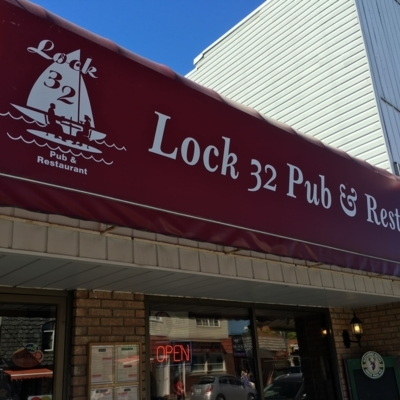 Lock Thirty-Two Pub & Restaurant - Restaurants
