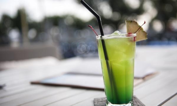 Sirotez un bon cocktail sur une terrasse montréalaise