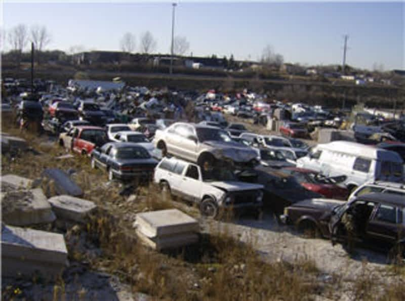 Discount auto wreckers kitchener on 347 riverbend dr for Discount motors jacksboro hwy inventory