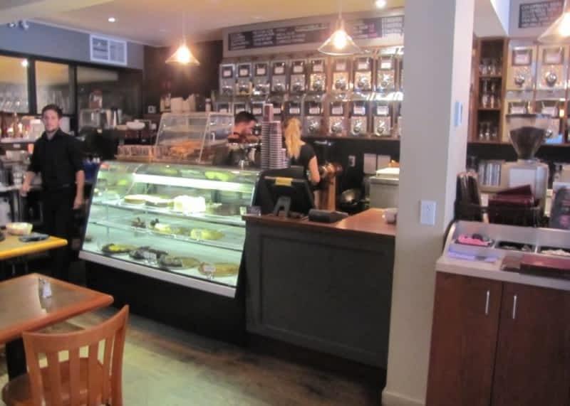 photo Toi; Moi & Cafe
