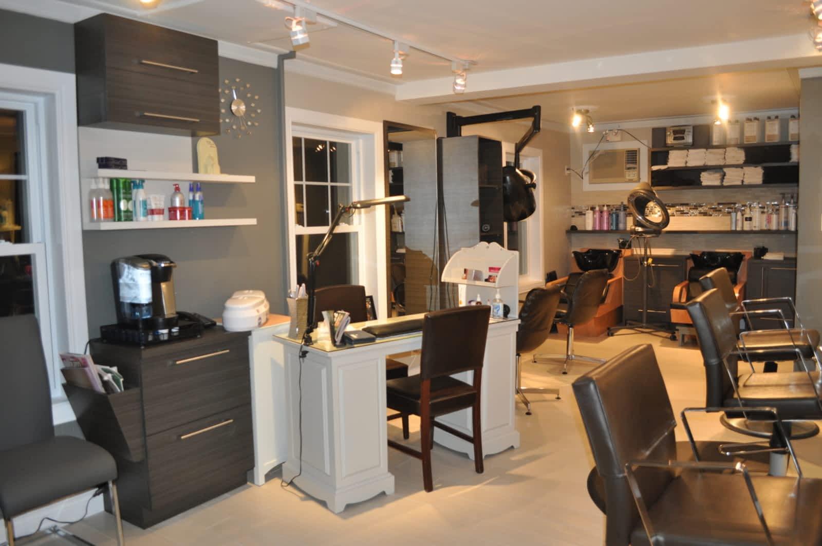 Modele de salon de coiffure femme coiffures modernes - Modele de salon ...