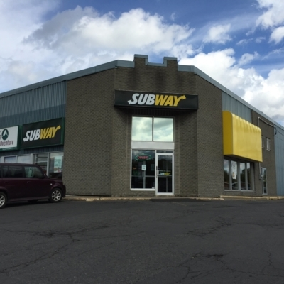 Subway - Sandwiches & Subs - 450-348-8811