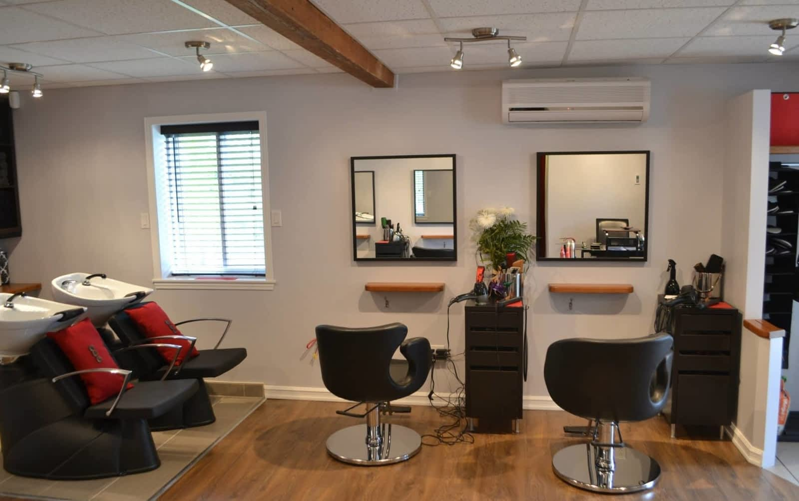Carte Blanche Coiffure - Opening Hours - 752, rue Victoria ...