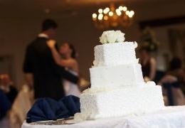 "Say ""I do"" to Toronto's best wedding cake shops"