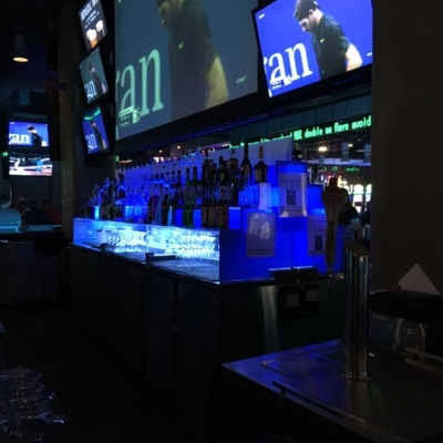 Shark Club Sports Bar & Grill - American Restaurants