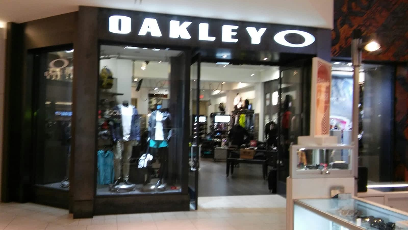 boutique oakley laval